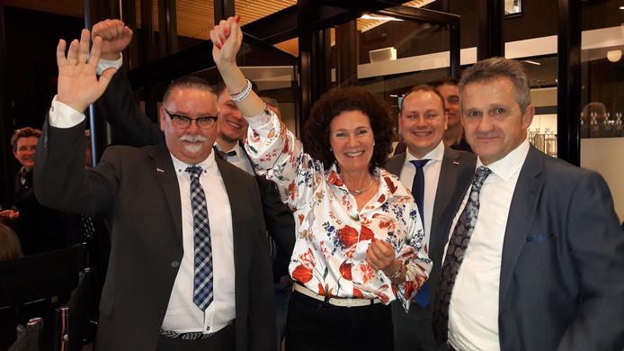 Juichende PVV na verkiezingen in Rucphen. De partij komt binnen in de gemeenteraad met 4 zetels, maar in het nieuwe college is geen plaats voor de nieuwkomer.