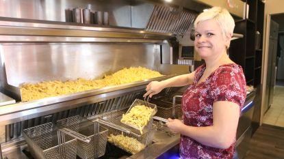 """Frituriste Lobke ziet gewicht dalen van 111 naar 62 kilo: """"Ik ben inspiratie voor klanten, die ik nu wel minder in frituur zie"""""""
