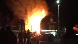 Grote explosie en daaropvolgende brand in Leicester, hulpdiensten rukken massaal uit