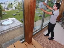 Sauna en sportschool weer open: zweten zonder opgieting-ritueel, sporten met een spatscherm