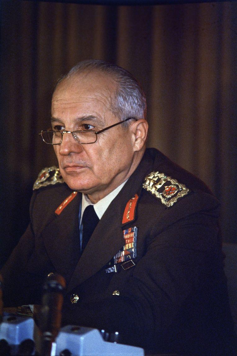 Kenan Evren tijdens een persconferentie in Ankara, Turkey, 12 September 1980. Beeld epa