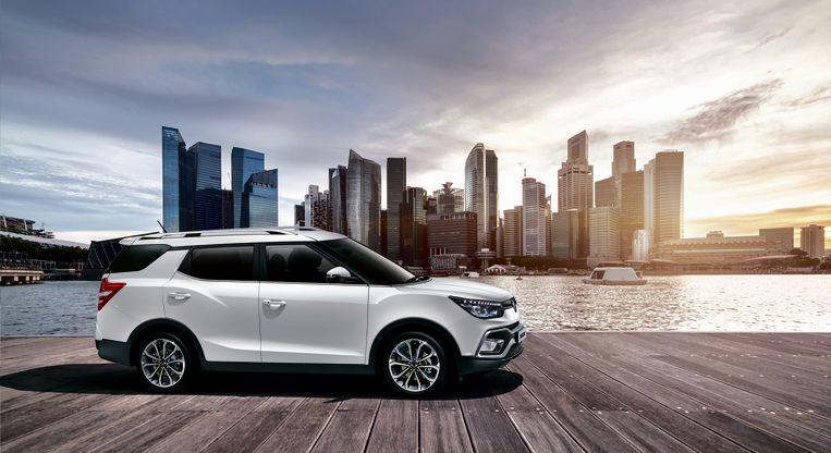De Ssangyong XLV (19.840 euro, tijdelijke actie) is een zogenaamde 'retro-fit'. Met andere woorden: Ssangyong België bouwt de benzineversie 1.6 e-XGi om zodat hij ook op gas kan rijden. Interessant omdat je nergens anders meer ruimte voor je geld krijgt. De XLV is inderdaad een bijzonder ruime SUV.