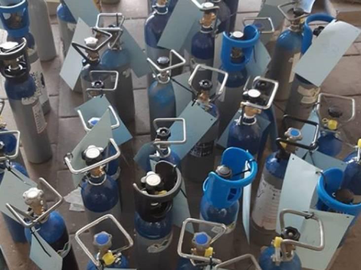 51 flessen lachgas gevonden in garagebox in Eindhoven en nog eens 32 in voertuig