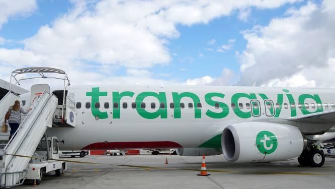 Nederlandse luchtvaartmaatschappij Transavia weegt passagiers