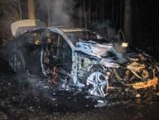Man ontsnapt uit Mercedes nadat deze vlam vatte