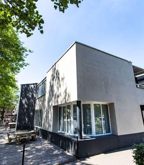 Saaie kantoorkolos in hartje Markelo wordt rustiek appartementencomplex