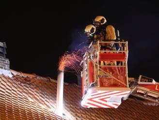 Gensters vliegen uit schouw, brandweer kan erger voorkomen