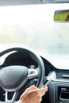 Bijna dertig bestuurders op de bon voor gebruik telefoon in het verkeer