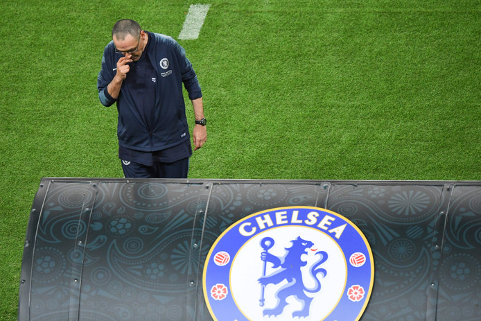Chelsea's Italian head coach Maurizio Sarri reacts from the sidelines during the UEFA Europa League final football match between Chelsea FC and Arsenal FC at the Baku Olympic Stadium in Baku, Azerbaijian on May 29, 2019. (Photo by Yuri KADOBNOV / AFP)