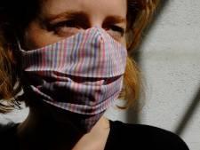 """Gentse werkt laatste mondmaskers af voor ze weer overschakelt naar luxehandtassen: """"Talloze liefdesbrieven gekregen van klanten"""""""