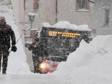 Sneeuwchaos: leger ingezet, skipistes sluiten