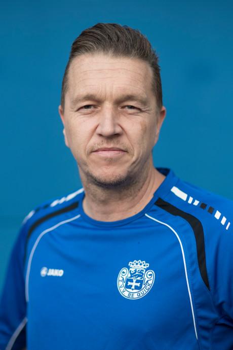 Trainer Rutten (43) bindt kicksen weer onder en helpt Be Quick Z. aan bekerzege