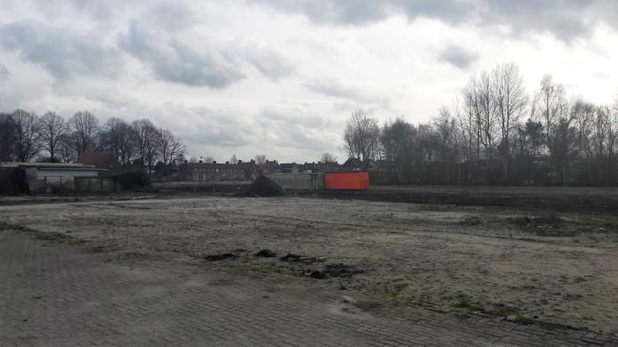 Het grote bouwterrein gezien vanaf de Mgr. Völkerstraat met in de verte de Julianastraat.