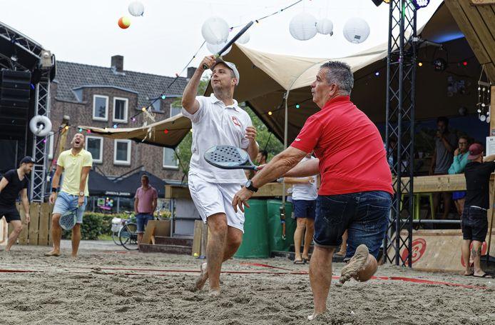 Beachtennis tijdens de editie 2019 van Schijndel aan Zee op de Markt.