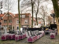 De wind is nog wel een dingetje voor de zandtovenaar in Harderwijk