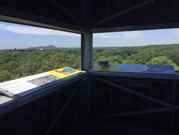 Aan het station van As kan je uitkijken op het landschap dat is veranderd door de mijnindustrie.