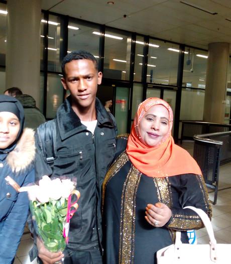 Tiener uit Ethiopië na vijftien jaar herenigd met moeder in Boven-Leeuwen