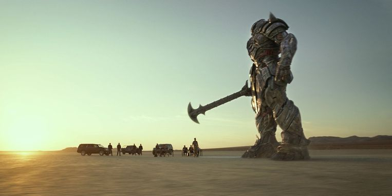 Transformers: The Last Knight van Michael Bay. Beeld