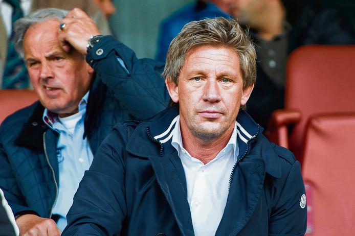 Een succes voor voetbalbaas Marcel Brands bij PSV, dat erin is geslaagd de 16-jarige Mohammed Ihattaren binnenboord te houden.
