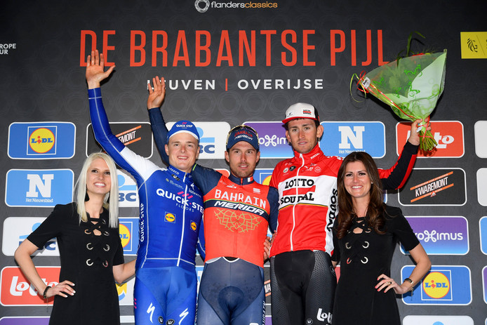 Het podium van de Brabantse Pijl vorig jaar, met Sonny Colbrelli als winnaar (m), geflankeerd door nummer 2 Petr Vakoc (l) en de Belg Tiesj Benoot.