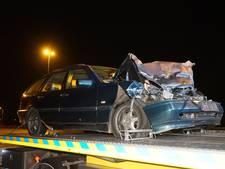 Auto botst achterop vrachtwagen op A50 bij Ewijk