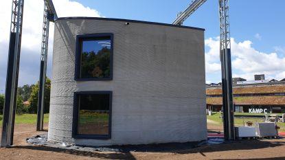 Wereldprimeur: 3D-betonprinter bouwt voor het eerst huis met twee verdiepingen