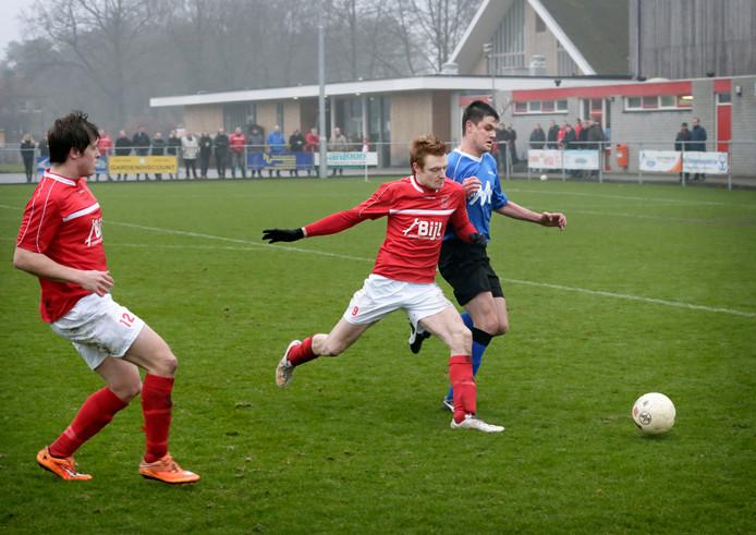 Gesta-spits Frits Verheijen (midden, rood shirt)