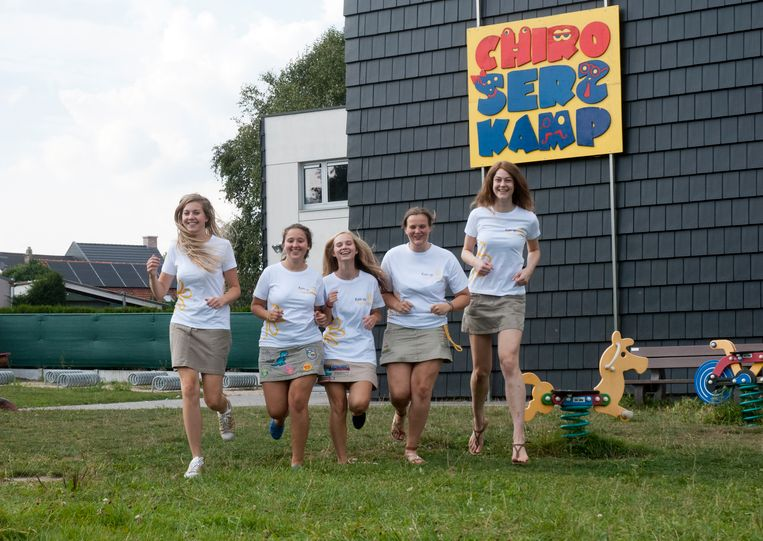 Elise, Frauke, Amber, Eline en Eva organiseren samen met de leiding van Chiro Hadewijch een aflossingsmarathon.