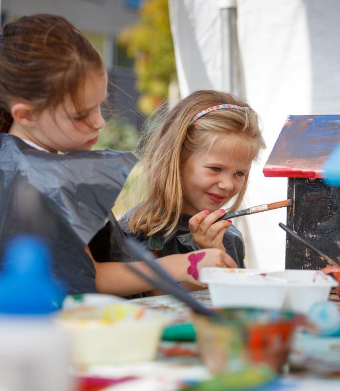 Buurkinderen samen in actie tijdens de nationale Burendag van twee weken geleden, aan het Toernooiveld in Etten-Leur.