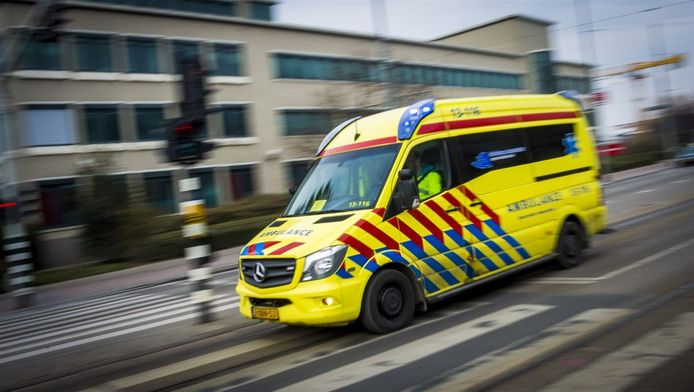 Ambulance onderweg naar een spoedmelding.