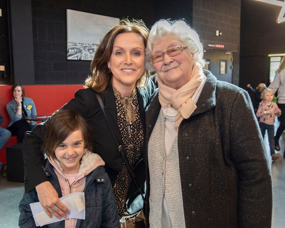 """Thuis-actrice Kadèr Gürbüz kwam kijken met voormalig 'Thuis'-actrice Chris Boni haar nichtje Elena. """"Katrien is zo'n goede actrice, altijd een plezier om naar haar te kijken."""""""
