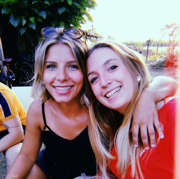 De Zeelse studenten Ruth Steeman (22) en Inneke De Kimpe (22).