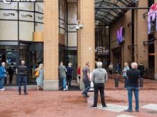 Casino, sauna en sportschool weer open: sporters en gokkers wachten voor de deur