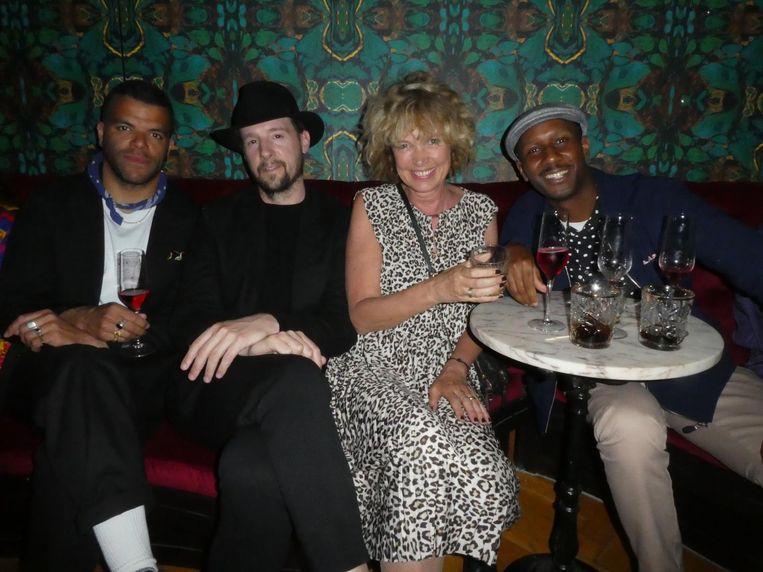 Rapper Sef, fotograaf Daniël Ashes, Jacqueline Tas (pr en events) en rapper Dio. Tas: 'Ik had mee moeten gaan naar die bingo met tijgerdresscode van de week.' Beeld Hans van der Beek