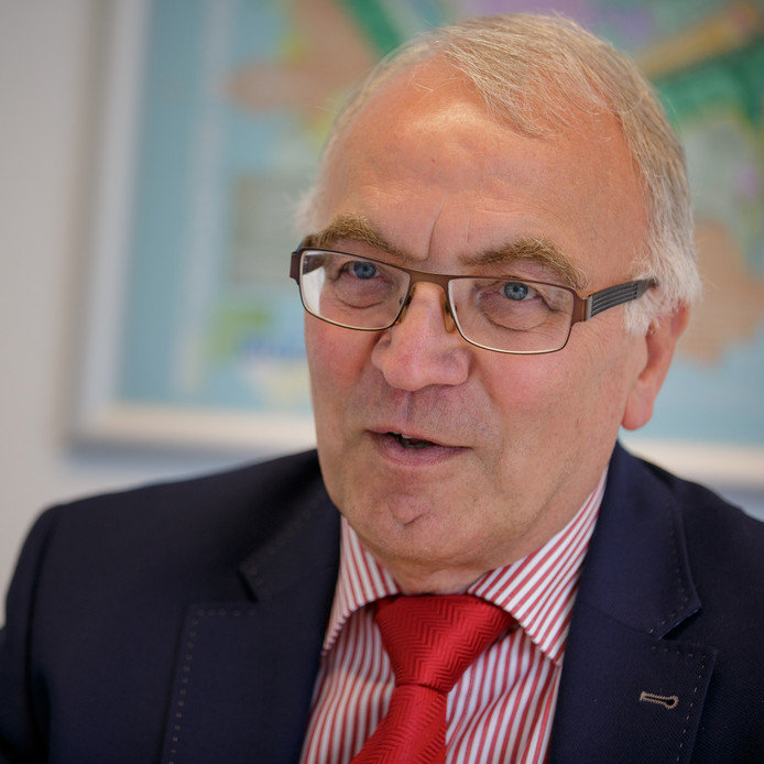 Wethouder Eef Schoneveld hoopt dat basisschool De Singel alsnog aanhaakt bij de plannen voor een nieuw multifunctioneel gebouw in Willemstad.