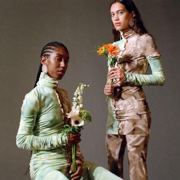 Een campagnebeeld van Rihanna's kledingcollectie Fenty.