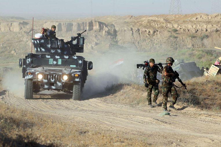 Pro-regeringstroepen trekken naar Fallujah voor een offensief tegen IS.