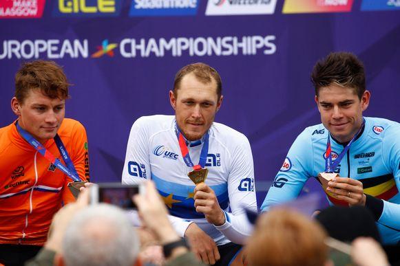 Vorig jaar werd Matteo Trentin Europees kampioen voor Mathieu van der Poel (links) en Wout van Aert (rechts).