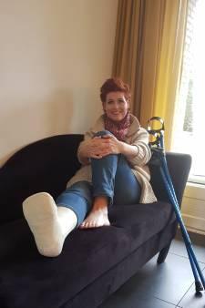 Nijmeegse zangeres breekt enkel voor show over herstel van zwaar verkeersongeluk