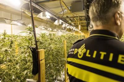 politie-doorzoekt-34-panden-bij-grote-actie-in-limburg