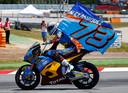 Alex Márquez viert zijn overwinning.