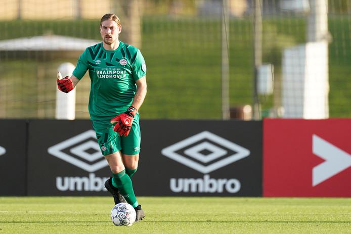 Lars Unnerstall in actie in Qatar, waar PSV op trainingskamp ging.