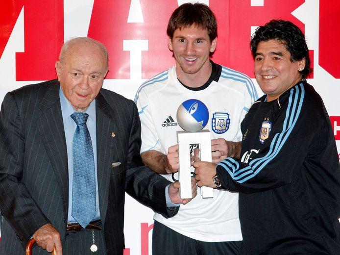 Drie Argentijnse legendes, vlnr: Alfredo Di Stefano, Lionel Messi en Diego Armando Maradona.
