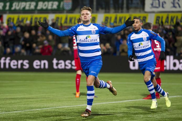 Wouter Marinus juicht in het shirt van PEC Zwolle.