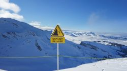 13-jarig kind komt om in Franse Alpen nadat hij samen met broertje (10) buiten de piste gaat en in afgrond valt