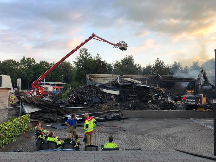 De loods met accu's van Stella Fietsen in Nunspeet werd bij door de brand in juli totaal verwoest.