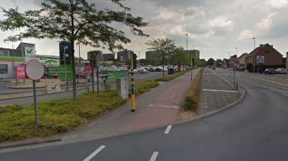 Nieuw asfalt voor busbaan aan Waasland Shopping Center
