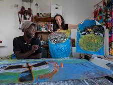 Koning Abelsingel in Kampen verandert dankzij Maaike en Alioune in een kunstexpositie