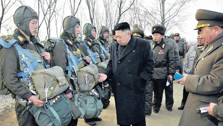 Kim Jong-un inspecteert een regiment in Pyongyang, in februari 2013. Beeld epa