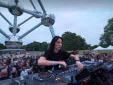 La DJ belge Amelie Lens a mis le feu au pied de l'Atomium